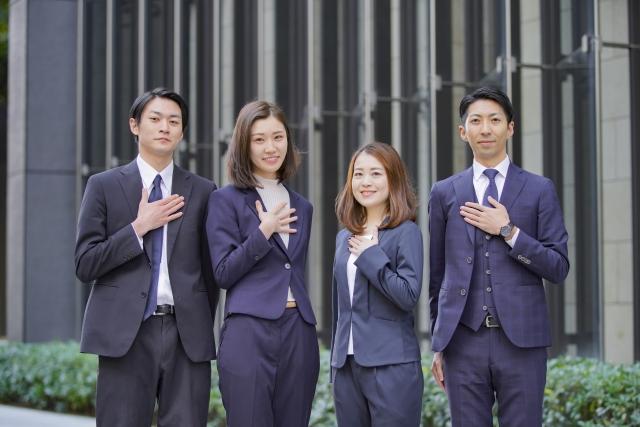 男女4人のビジネスマン